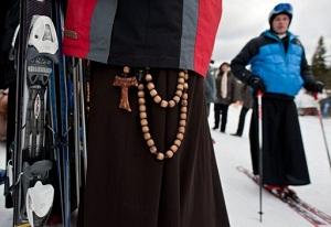 pretre ski soutane curé pologne jean paul ii