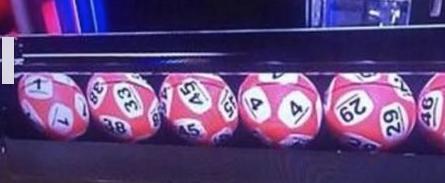 2 numéros sur une boule de Lotto !